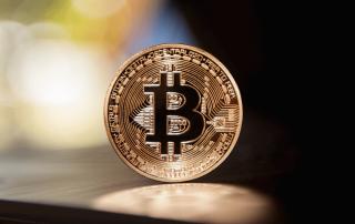 Pièce de monnaie avec logo bitcoins