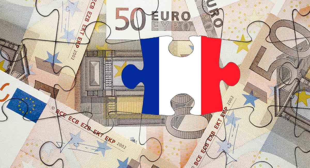 Puzzle constitué de fragments de billets de 50 € et un drapeau français