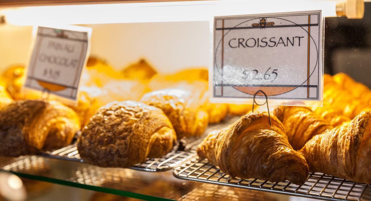 Viennoiseries dans une boulangerie
