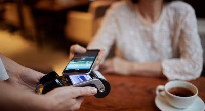 Paiement mobile sans contact avec un smartphone