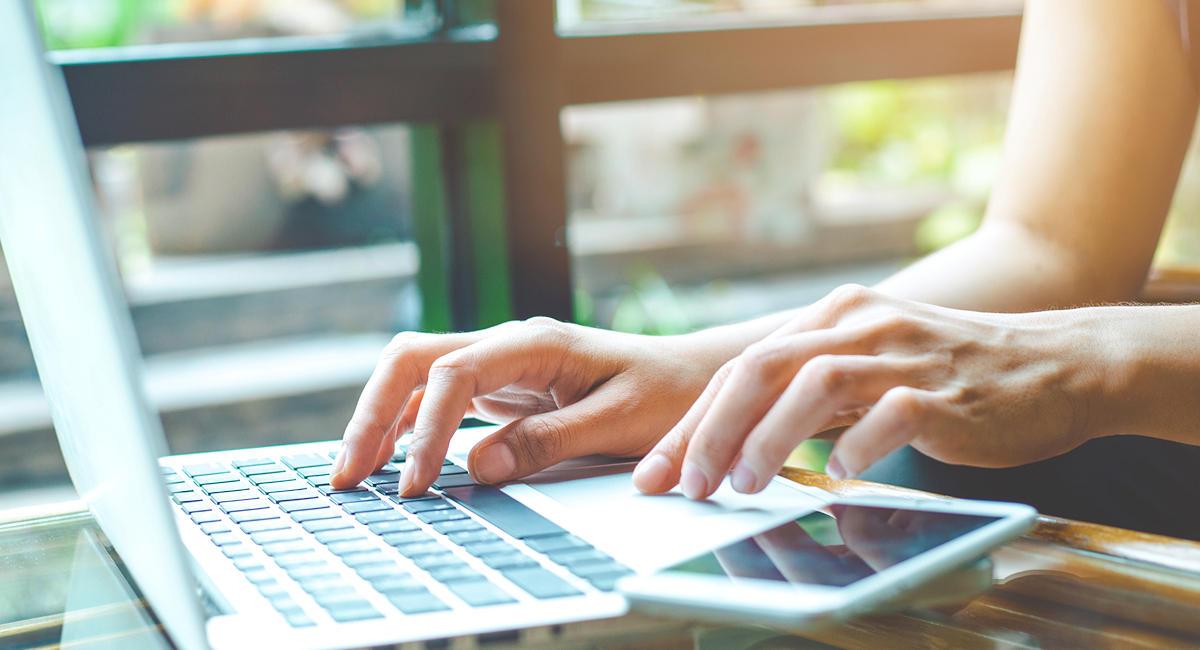 Ouverture d'un compte pro en ligne depuis un laptop