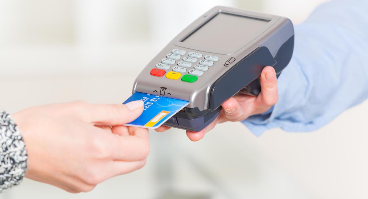 Prise de caution avec un terminal de paiement