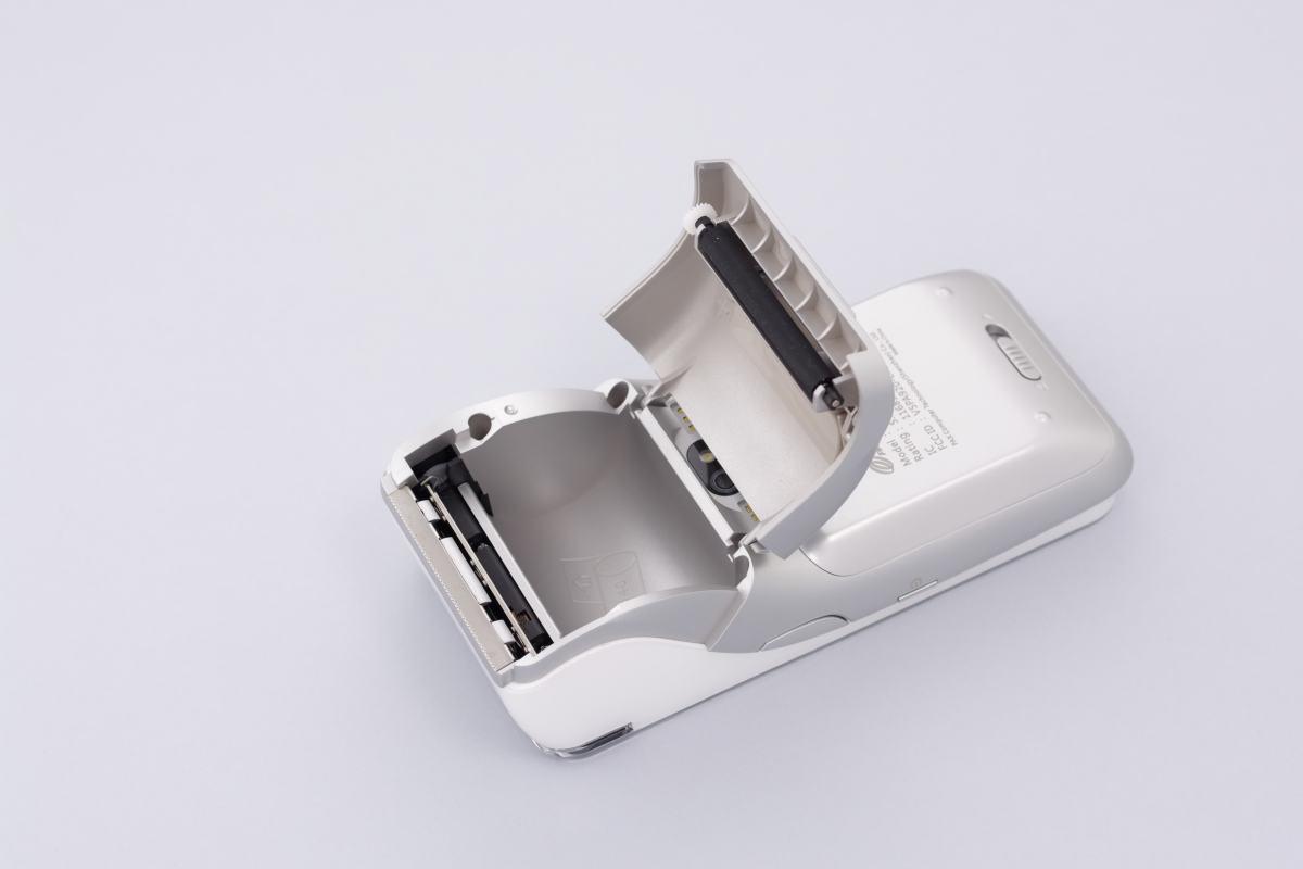 PAX A920 : logement du rouleau d'imprimante ouvert.
